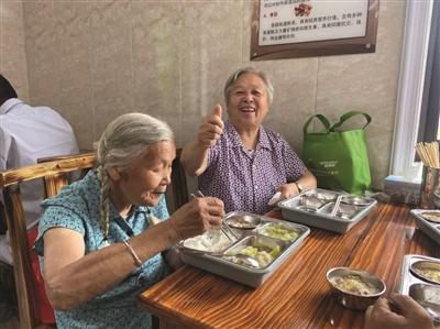 """所前这家助老餐厅""""开业"""" 村里老人幸福满满"""